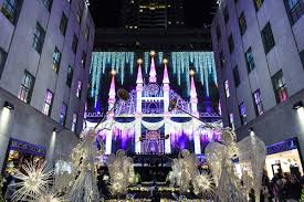 Saks Fifth Avenue Light Show 2016 Schedule Aks Lights Up Fifth Avenue With Candy Inspired Holiday Windows