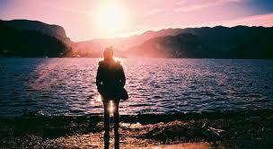 Der Mensch Der Dir Ohne Dich Zu Berühren Und Ohne Mit Dir Zu