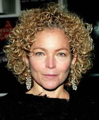 11 Simple Chic Short Curly Hair For Woman In Her 40s And 50s