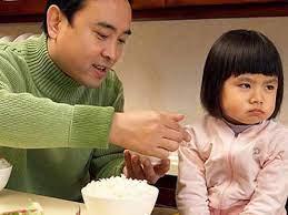 Bé 3 tuổi biếng ăn, mẹ hãy làm ngay các cách sau, đảm bảo con ăn thun thút!