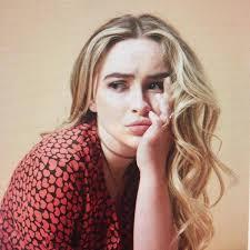 """Hilary Gilbert (@xmissionaryhilary) no Meadd: """" D A T O S # G E N E R A L E  S —٠ ✿ Hilary Gilbert. —٠ ✿ 18 años. —٠ ✿ Sabrina Carpenter. —٠ ✿ Alemania.  —٠ ✿ Estudiante. • Conexion..."""""""