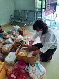 Tặng gần 20 triệu đồng cho Bếp ăn từ thiện Bệnh viện Ung bướu Đà Nẵng - Hội  Bảo trợ Phụ nữ và Trẻ em nghèo bất hạnh thành phố Đà Nẵng