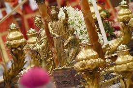 Vaticano, 29 giugno 2016: Messa benedizione Palli e solennità dei santi  apostoli Pietro e Paolo – Statua Gesù e San Pietro ingresso tomba –