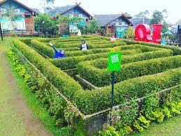 Karena sudah membayar tiket masuk, sobat tiket tidak perlu membayar lagi untuk bisa mencoba taman labirin ini. 10 Gambar Taman Labirin Di Bandung Harga Tiket Masuk Lokasi Wisata Indonesia Jejakpiknik Com