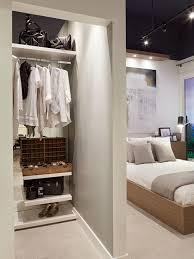 quarto com closet e banheiro