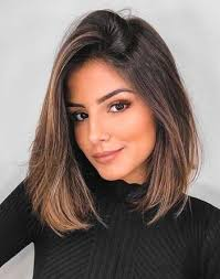 Selanjutnya, untuk model ini, juga termasuk potongan rambut undercut lho, dengan menyisakan rambut tengah yang panjang. Model Potongan Rambut Wanita Sesuai Bentuk Wajah