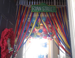 elmo birthday party decorations diy streamer curtains sesame street party decorations you
