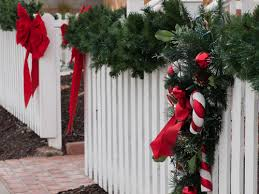 vinyl-fence-with-decorations