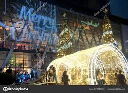 Bild Mit Dem Titel Schmücken Macht Glücklich Depositphotos 00024jpg Titel Licht Und Weihnachten Bäume Schmücken Schöne Silvester Feier 2018 In