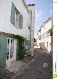 Haus Mit Grünem Fensterladen In Der Schmalen Straße Im Alten Dorf