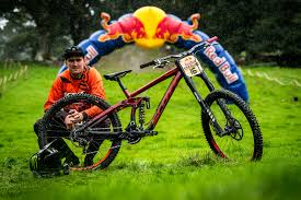 Lewis Summers and His Commencal Furious - Red Bull Hardline 2018 Riders and  Bikes - Mountain Biking Pictures - Vital MTB