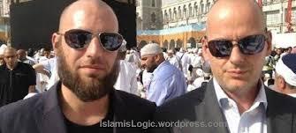 """Dia mengaku merasa malu saat berada depan makam Nabi Muhammad. """"Saya benar-benar berharap Allah mengampuni saya. Saya mempunyai salah besar telah ... - arnoud-van-doorn-produser-film-hina-nabi-muhammad-naik-haji-2"""