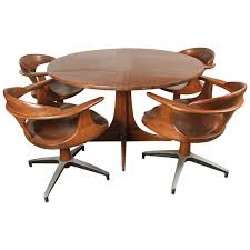 Heywood Wakefield Dining Table With Four Captain Chairs At Stdibs - Coffee chairs and tables
