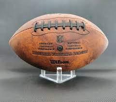 Premium American Football Halterung | Ballhalter zur Präsentation | Deko  Football Ständer | Material: Acryl transparent : Amazon.de: Sport & Freizeit