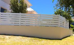 pvc horizontal wide picket fencing