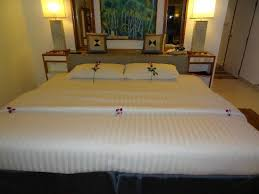 Mom Tri's Villa Royale: Biggest Bed ever