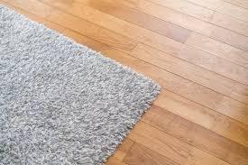 Teppichkleber mit seifenlauge von dielen entfernen. Teppich Auf Fussbodenheizung Was Beachten Heizung De