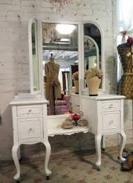 antique bedroom vanity. i really would love to have a vanity like this antique bedroom t