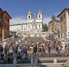 Blick auf die spanische treppe in rom. Sitz Verbot Roms Polizei Vertreibt Touristen Von Der Spanischen Treppe Welt
