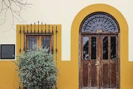 Sua cor e textura deixam as fachadas menos 'frias' al. Arquitetura Porta Casa Entrada Madeira Fachada De Madeira Frente Exterior Rustico Antiguidade Pikist