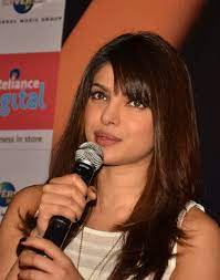 ملف:Priyanka Chopra at Reliance Digital.JPG - ويكيبيديا