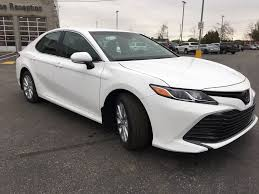 White[Wind Chill Pearl] 2018 Toyota Camry LE Standard Package B11HLT AM  Right Front