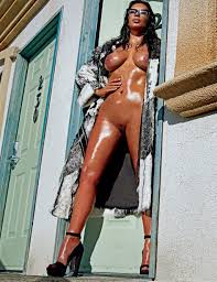 Kim Kardashian Completely Nude Photos With Full Frontal For Love.