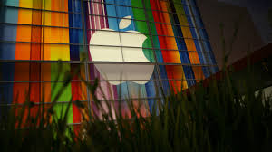 Apple\u0027s stock surged to another record after Buffett nearly ...