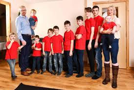Who is Alexis Brett? Mum of 10 boys who hoovers seven times and ...