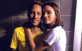 Nova estrela da Netflix, Bruna Marquezine vira assunto por causa de Neymar