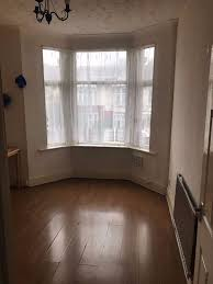 3 Bedroom Flat To Rent On Auckland Road Ilford Ig1 4se Part Dss