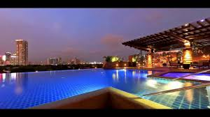 Luxury Hotel in Makati Central Business District Infinity Pool