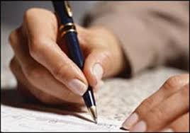 advanced essay workshop comparative media studies writing mit  photo of a hand holding a pen