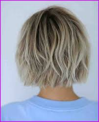 Coiffure Femme Carre Avec Blond Derriere Dessous 123362 La
