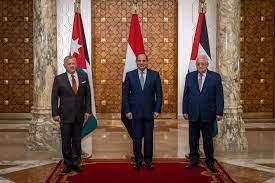 الملك والرئيسان المصري والفلسطيني يعقدون قمة ثلاثية في القاهرة