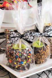 learn the step by step to make gourmet candy covered apples at home choclate or