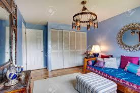 Blaues Schlafzimmer Mit Alten Antiken Möbeln Und Wandschrank