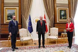 EU-Gipfel in der Türkei: Charles Michel weist Kritik nach Sofa-Eklat zurück  - DER SPIEGEL