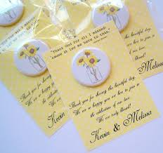 Pin de Mercedes Hanson em wedding favors | Botons