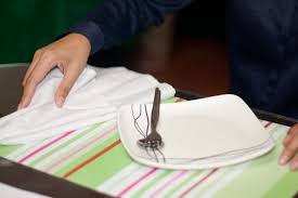 How to Use a Napkin with Proper Table Etiquette: 6 Steps