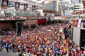 Kansas City Power And Light District Restaurants Iowa State Fans Crowd The Power And Light District And Cheer