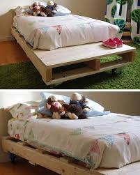 Pallet Bed | Tutorial Pallet Bed | 22 Small Bedroom Decorating Ideas On A  Budget | Easy DIY Bedroom Decor