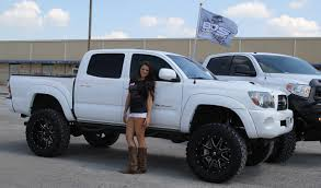 Nice. Does this truck have a sunroof? White-Toyota-Tacoma-Lifted ...