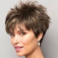 Волосы средней длины позволяют делать самые разные прически и укладки. Stilisty Nazvali Samye Modnye Strizhki 2020 Goda Dlya Korotkih I Srednej Dliny Volos Foto Chitat Na Golos Ua