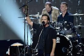 Watch Pearl Jam Play David Bowies Rebel Rebel At Wrigley