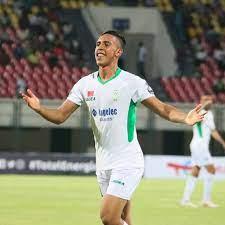 """طرد وثلاثة أهداف""""..الرجاء المغربي بطلًا للكونفدرالية بعد الفوز على شبيبة  القبائل.. فيديو - التيار الاخضر"""