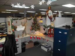 Thrifty Holiday Cubicle Decorating Contest Along With Holiday Cubicle  Decorating in Cubicle Decorations
