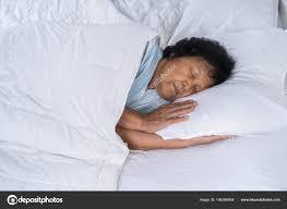 Alte Frau Auf Einem Bett Schlafzimmer Schlafen Stockfoto