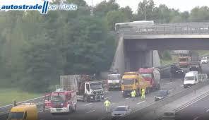 Incidente in A4 ad Agrate, camion ribaltato: un ferito e ...