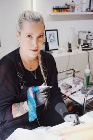 Nika Chic Haló Tady Vaše Tetovací Hotlajn